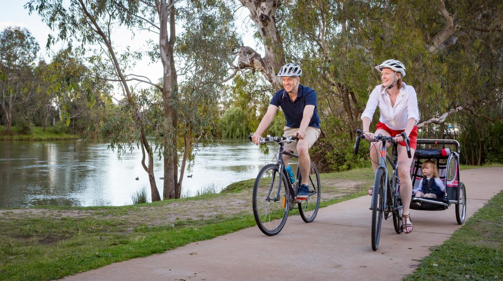 Take a cycle or walk in Albury's Noreuil Park